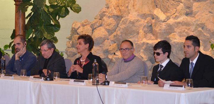 La mesa de los ponentes durante la cata de vinos maridada musicalmente estuvo compuesta por sumilleres y compositores, así como otras autoridades institucionales y empresariales
