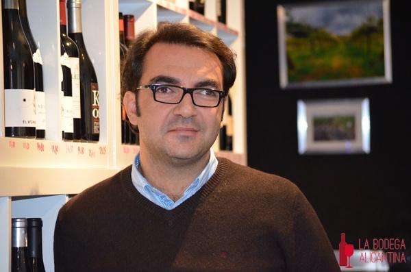 """Pedro Ruiz Belda, propietario de la vinoteca Tiza y Flor de Alicante: """"En el mundo del vino busco la calidad y la tipicidad porque aborrezco los vinos clónicos"""""""