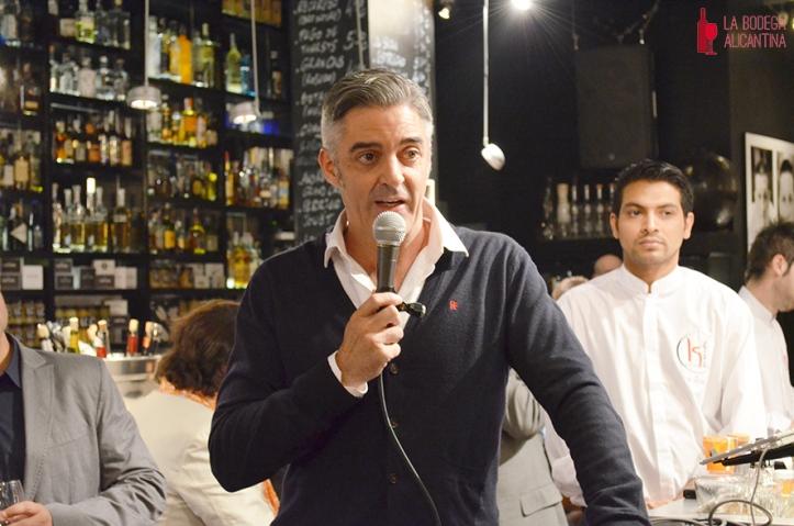 Carlos Bosch, durante su intervención en la presentación de la exposición cuyo hilo conductor es la revolución de la gastronomía alicantina por los retratados.