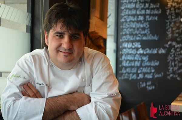 """Sergio Sierra Heredero, copropietario y jefe de cocina de El Portal: """"El vino es compartir, así que nunca me tomaría una copa sin compañia"""""""