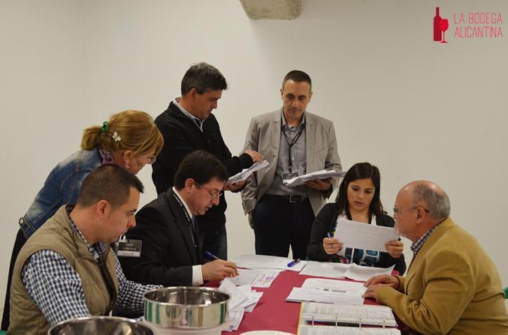 Imagen de los miembros dej jurado técnico durante una de sus deliberaciones.
