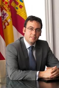 como Alcalde del Ayuntamiento de Alcázar de San Juan, ostenta el cargo de Presidente de ACEVIN desde octubre de 2011, fecha en la que fue elegido por Asamblea General de la Asociación. / Ayto. Alcázar de San Juan