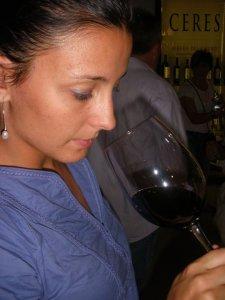 Sara García durante una de las catas organizada por la Ruta del Vino de Ribera del Duero.