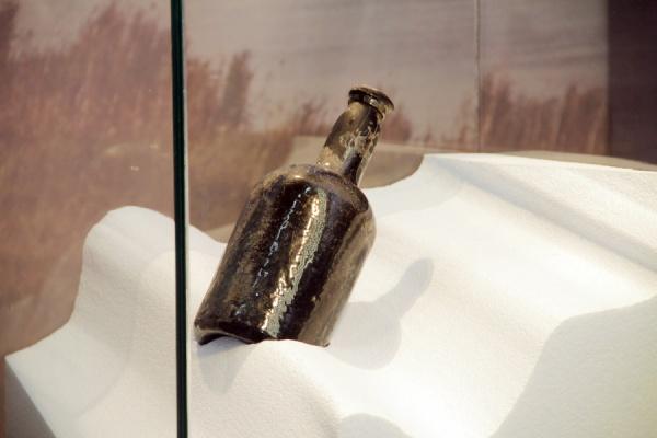 """La botella de Fondillón con más de 200 años se encuentra expuesta en el MARQ dentro de la exposición """"Vinos de Alicante""""/ DOP Alicante"""
