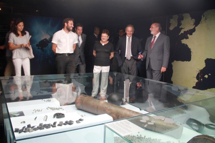 Las autoridades en un instante de la visita a la exposición inaugurada en el MARQ. /DOP Alicante