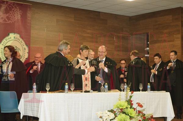 Junto al Presidente de la Cofradía estuvieron la Alcaldesa de Fuente Álamo y Miguel Gil representante del CRDOP Jumilla. /LBA