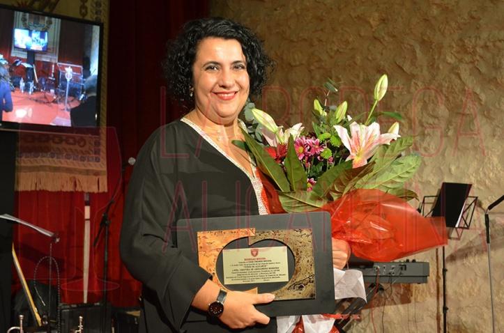 La ganadora del XXIII premio Bocopa se mostró una apasionada de los vinos de Alicante y en especial de los Marina Espumante de la bodega. /LBA