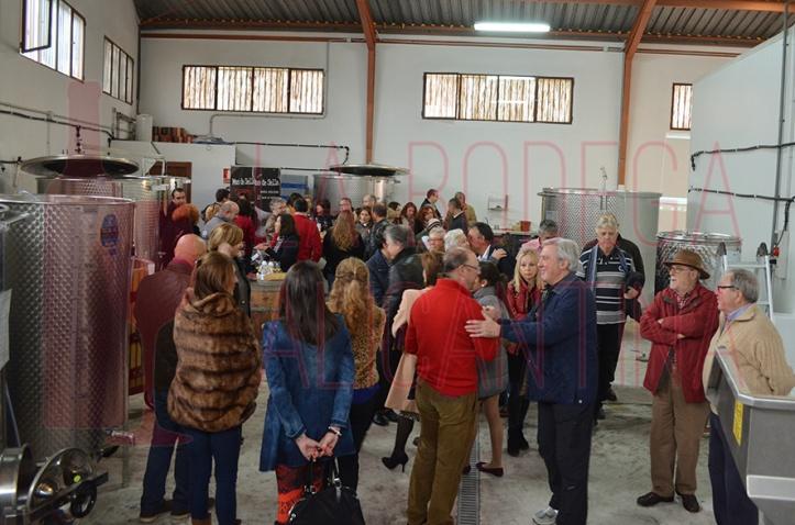 Imagen del público asistente a la jornada del domingo en la cual los bodegueros explicaron el proceso de elaboración de sus vinos. /LBA