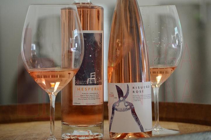 Las dos referencias de la bodega 4 verticilos representan la apuesta de Vidal Pérez por conseguir un vino rosado de calidad al estilo provenzal en Manchuela. /LBA